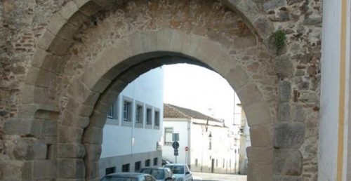 Arco Romano de D. Isabel
