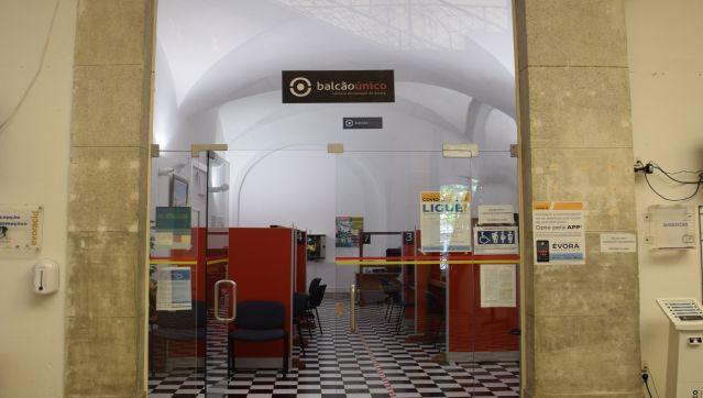 Câmara Municipal de Évora reabre o atendimento ao público com limitações