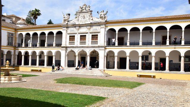 Município presente na homenagem aos estudantes finalistas da Universidade de Évora