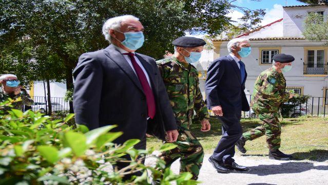Unidade de Saúde Militar de Évora: Presidente do Município acompanha visita do Ministro da Def...