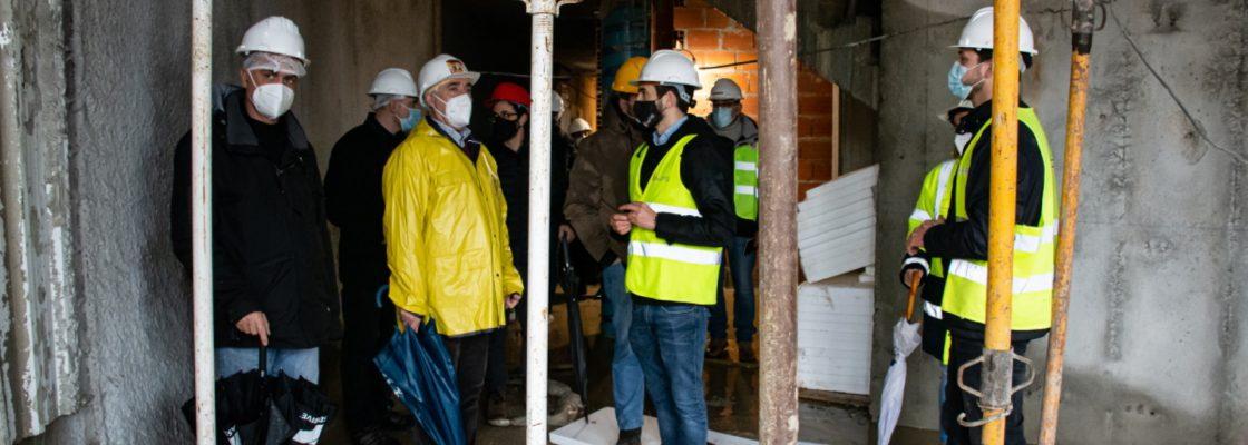 Presidente da Câmara Municipal de Évora visita obra de remodelação do antigo Salão Central E...