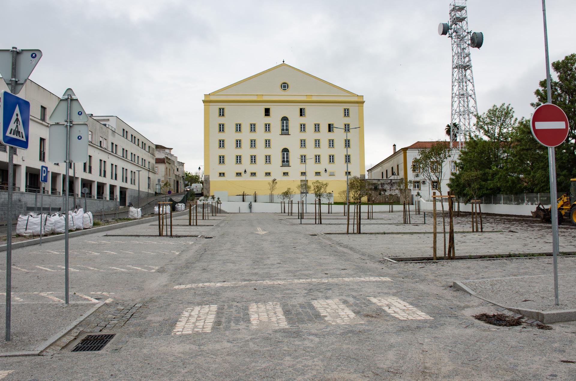 (Português) Novo Parque de Estacionamento do Teatro Garcia de Resende abre ao público a 17 de abril