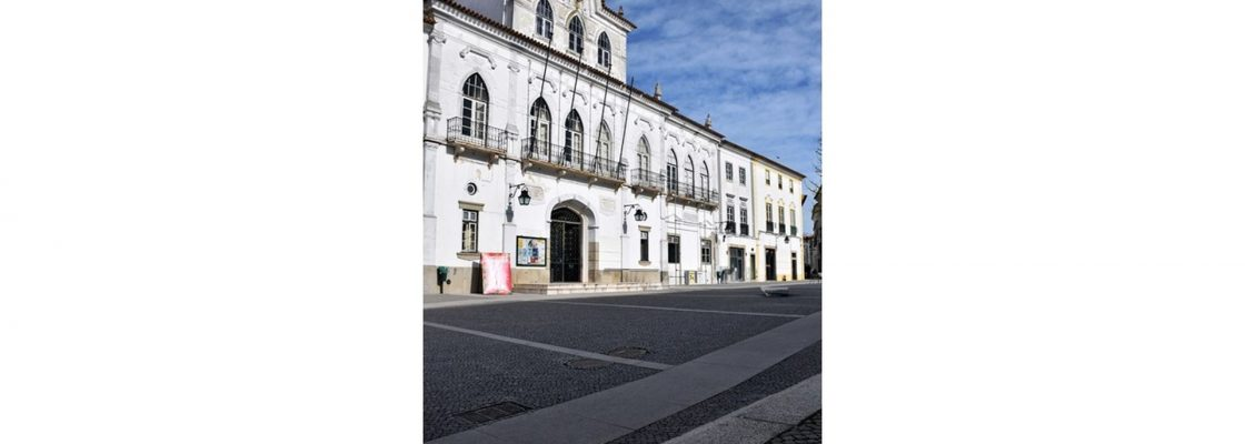 Em reunião pública de 7 de Abril de 2021, Câmara de Évora aprovou a não realização da Feir...
