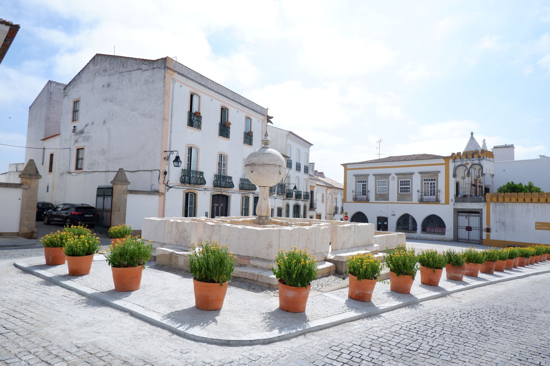(Português) Concluída a requalificação da envolvente à Fonte das Portas de Moura