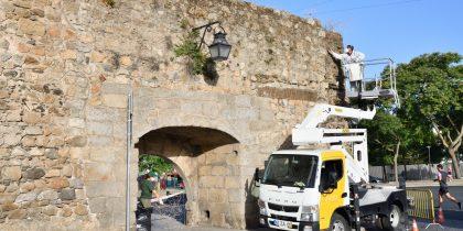 Câmara Municipal procede à Limpeza e Tratamento das Muralhas da Cidade